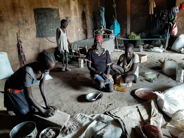 Une famille de déplacés du village de Bentiu, au nord du Soudan du Sud, 14 novembre 2019.