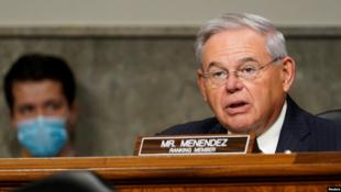 Le sénateur Bob Menendez prend la parole lors d'une audience du comité des relations étrangères du Sénat sur la politique américaine au Moyen-Orient, au Capitole à Washington,DC, le 24 septembre 2020.