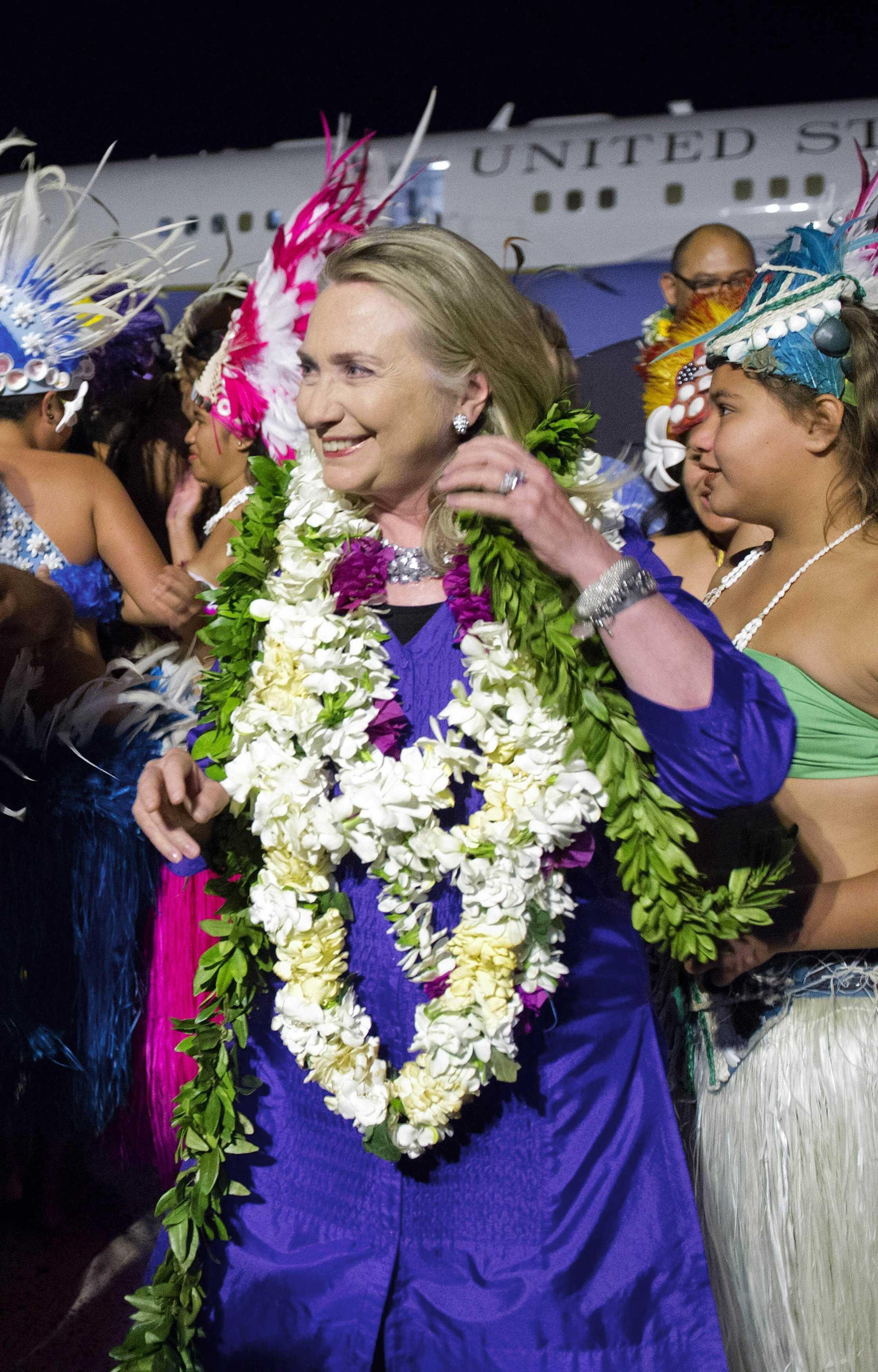 Đón tiếp Ngoại trưởng Mỹ H.Clinton tại sân bay quốc tế Rarotonga - đảo Cook, nam Thái Bình Dương, 30/08/2012