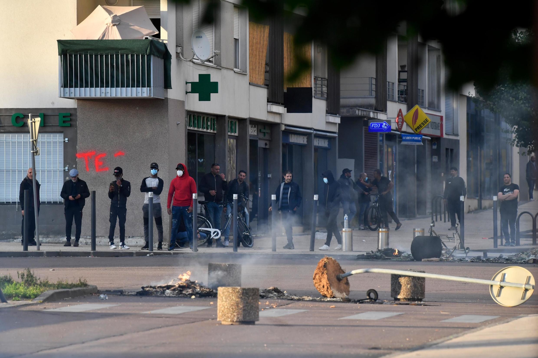 Des habitants du quartier des Grésilles à Dijon ont décidé de se défendre en l'absence de l'intervention des forces de l'ordre, le 15 juin 2020.