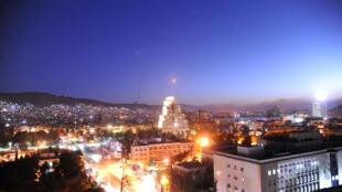 Un misil cruza el cielo de Damasco, este sábado.