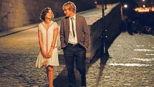 "Marion Cotillard e Owen Wilson em cena de ""Midnight in Paris""."