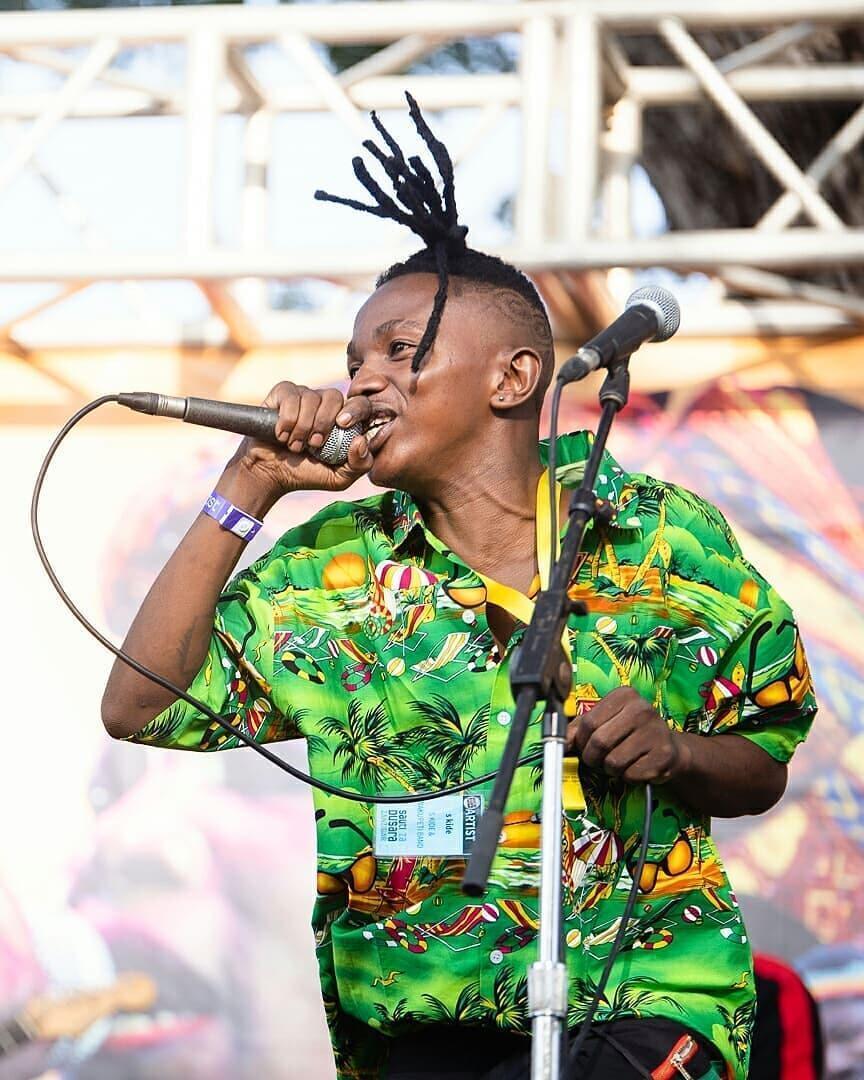 Msanii wa Muziki wa Singeli akitumbuiza katika Onyesho moja wapo