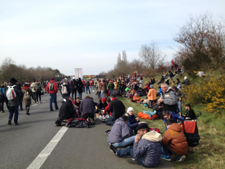 Des opposants au projet d'aéroport de Notre-Dame-des-Landes manifestent contre sa construction, le 27 février 2016.