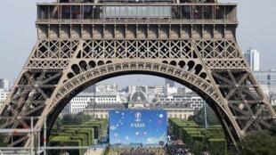 Khu vực Fanzone Champs-de-Mars, nhìn từ phía quảng trường Trocadéro. Ảnh chụp ngày 07/06/2016.
