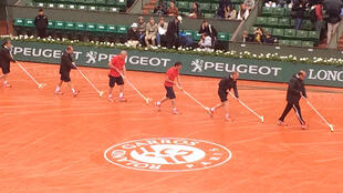 La lluvia protagonizó la segunda jornada dominical de Roland Garros.