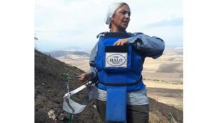 Pour nourrir sa famille, Sirun Ohanian travaille comme démineuse pour Halo Trust à Mengalenata, au Haut-Karabagh.