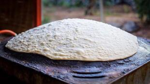 Cuisson du pain sur un saj - Le goût du monde