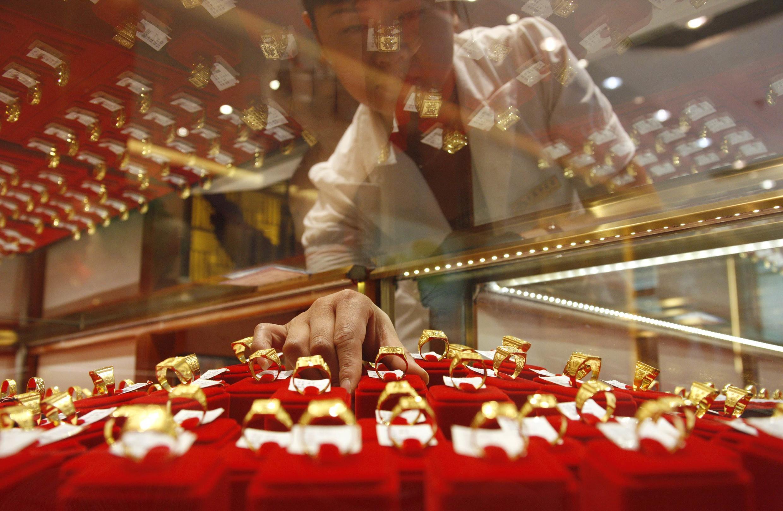 中國目前是緊跟印度之後第二最大的黃金購買國,而且更在2007年取代南非成為全球最大的黃金生產國。