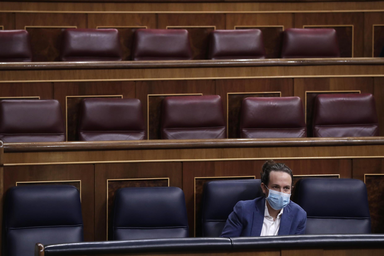 Foto de archivo: el entonces vicepresidente segundo del Gobierno español, Pablo Iglesias, en su escaño durante un descanso de una sesión parlamentaria en Madrid, España, el 21 de octubre de 2020,