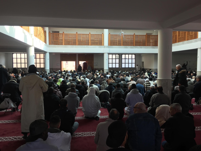 Dans la mosquée de Fréjus, au moment de la prière.
