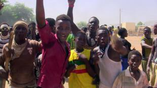 Le nouveau Premier ministre malien hérite d'une situation sociale tendue. Ici, une manifestation de jeunes dénonçant la création d'autorités intérimaires, à Gao, le 12 juillet 2016. (Photo d'illustration)