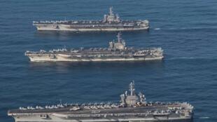 参加美日海军联合军演的美国舰队停靠在太平洋国际海域   2017年11月