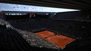 La final entre la rusa Anastasia Pavlyuchenkova y la checa Barbora Krejcikova se da en un Roland Garros que vio eliminadas a todas las jugadoras del Top-10 mundial, con unas semifinales disputadas entre novatas