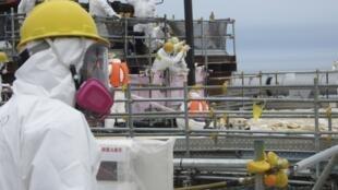 Nhân viên Tepco : việc tháo gỡ lò phản ứng và trừ khử phóng xạ đòi hỏi nhiều thời gian (Reuters)