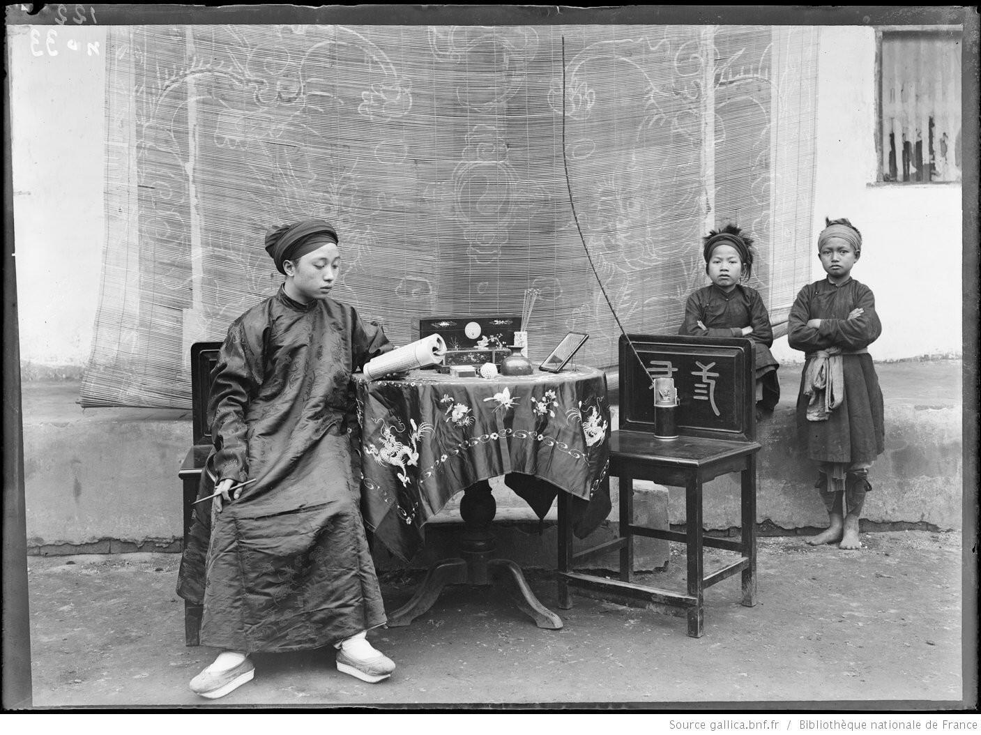 Trang phục con nhà quan (Vi Van Dinh), Lạng Sơn, Bắc Kỳ, năm 1896.