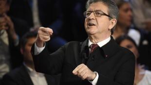 """Jean-Luc Melenchon, durante el segundo debate televisivo, este martes 4 de abril de 2017. Un 25% de los televidentes interrogados después del programa, lo consideraron el """"más convincente""""."""