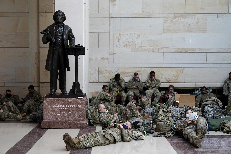 Des centaines de soldats ont passé la nuit à l'intérieur du Capitole.