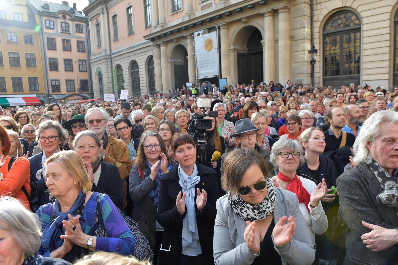 Biểu tình tại quảng trường Stortorget, Stockholm, ngày 19/04/2018, để phản đối các vụ sách nhiễu tình dục vừa bị tố cáo tại Viện Hàn Lâm Thụy Điển