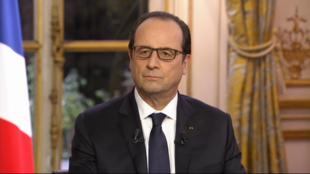 Le président François Hollande lors de l'interview avec RFI, France 24 et TV5 Monde.