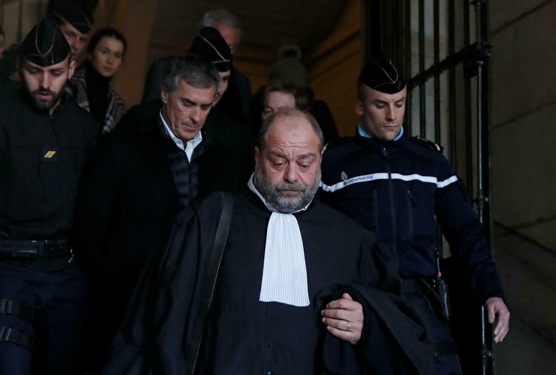 Эрик Дюпон-Моретти вместе со своим клиентом, экс-министром бюджета Франции Жеромом Каюзаком, обвиненном в уходе от уплаты налогов. 12 февраля 2018 года.