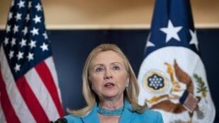 Ngoại trưởng Mỹ Hillary Clinton phát biểu trong buổi gặp gỡ các lãnh đạo Miến Điện tại Naypitaw ngày 1/12/2011.