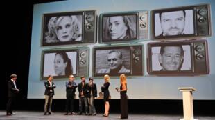 Le producteur français Stéphane Strano, président du Festival de la Fiction TV, sur scène avec les membres du jury lors de l'ouverture du festival à La Rochelle, le 14 Septembre 2016. Le 18ème édition du festival se déroulera jusqu'au 18 Septembre.