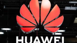 El logotipo de Huawei aparece en la feria Mobile World Congress (MWC) de Barcelona el 29 de junio de 2021