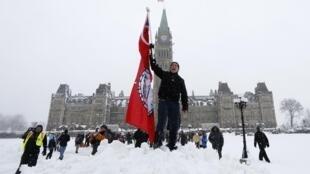 Protestation d'Améridiens devant le Parlement canadien à Ottawa.