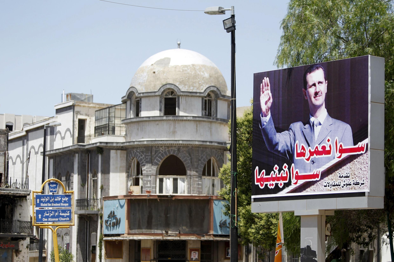 Một pa-nô có hình Tổng thống Syria Bachar Al Assad tại Homs, 03/06/2015.