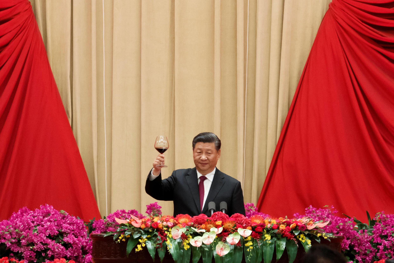 O Presidente chinês Xi Jinping participa de uma recepção no Salão Nobre do Povo marcando o 70º aniversário da fundação da República Popular da China em Pequim. 30/09/19