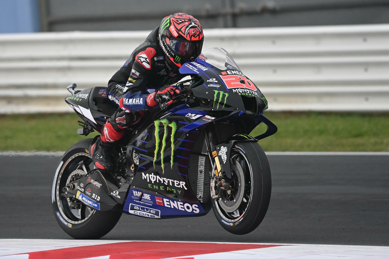 Le pilote français de MotoGP Fabio Quartararo sur sa moto Yamaha lors des qualifications au GP d'Emilie-Romagne, au circuit Simoncelli de Misano (Italie) le 23 octobre 2021