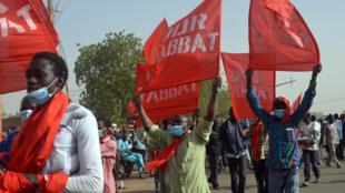 Des manifestants défilent à Niamey contre la loi des finances 2018, fin décembre 2017. (Illustration)