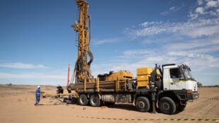 Construction d'un puits dans le sud-est de la Mauritanie le 21 novembre 2018. Moins de la moitié de la moitié de la population a accès à l'eau potable selon les autorités mauritaniennes.