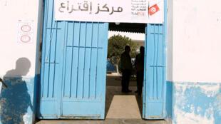 L'entrée d'un bureau de vote à Tunis (image d'illustration).