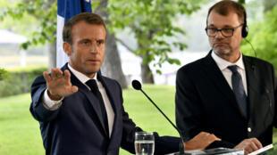 Le président Emmanuel Macron avec le Premier ministre finlandais Joha Sipila.