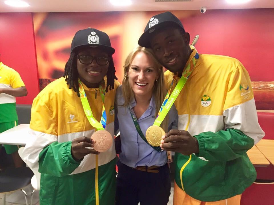 Marlene Harnois avec Ruth Gbagbi, médaillée de bronze aux JO 2016, et Cheick Cissé, champion olympique à Rio.
