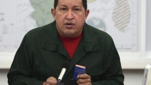 """""""Necesito atribuciones especiales que me da la Constitución (…) para hacer, a partir de los próximo días, leyes especiales"""", dijo Hugo Chávez."""