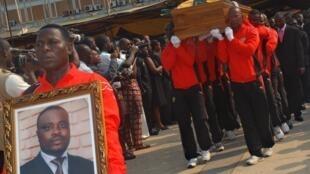 Lors du rapatriement des dépouilles d'Abalo Amélété et de Stanislas Ocloo, le 15 janvier 2010, une semaine après l'attaque mortelle du bus de l'équipe de football du Togo à Cabinda.