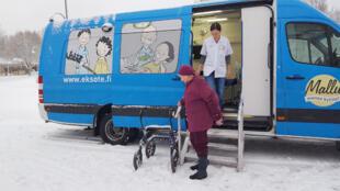 En Finlande, le bus médical Mallu effectue des tournées dans les villages.