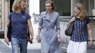 Les Republicains (LR) party candidate Nathalie Kosciusko-Morizet (C), flanked by her brother Pierre (L) and sister Caroline, leaves the hospital in Paris, on June 16, 2017, a day after an altercation while campaigning in the 5th arrondissement in Paris.