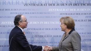 La chancelière allemande Angela Merkel et le président du Conseil central des juifs d'Allemagne Dieter Graumann à Francfort, le 25 novembre 2012.