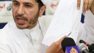Ali Salmane,jefe del grupo chiita Al Wefaq, en una rueda de prensa en Manama en octubre de 2010.