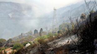 La Kabylie en proie aux flammes (photo d'archives).