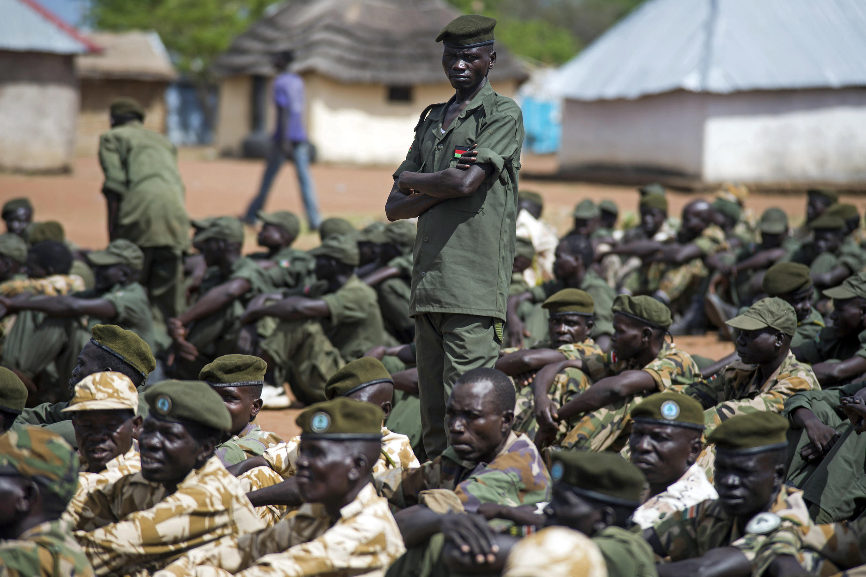 Imagem de homens do SPLA, em Juba, Sudão do sul, que vive na violência o seu quinto aniversário de independência