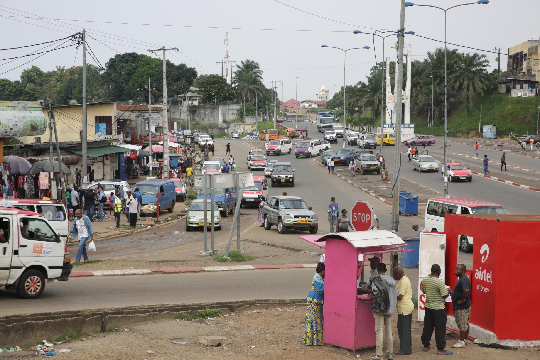 Ambiance dans une rue de Libreville le 8 janvier 2019, le lendemain de la tentative de coup d'Etat avortée.