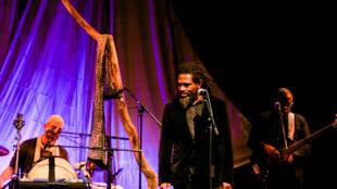 Soeuf Elbadawi, lors de la présentation live de son album «Mwezi WaQ», aux Francophonies de Limoges 2014.