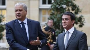 Le Premier ministre français, Manuel Valls (D) et son homologue algérien, Abdelmalek Sellal, à Paris, France, le 4 décembre 2014.