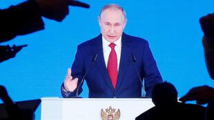 Tổng thống Nga Vladimir Putin trên màn ảnh truyền hình lúc ông đọc diễn văn về tình trạng Liên Bang Nga tại Mátxcơva (Nga) ngày 15/01/2020.