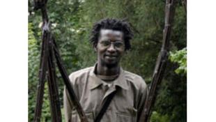 Le sculpteur sénégalais Ndari Lo.